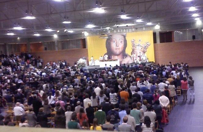 El pabellón de deportes de la Unav durante la misa de la Novena Inmaculada