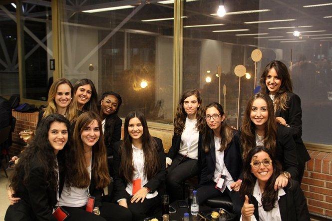 Equipo colaborador de ISSA durante la cena del 50 ETSAUN